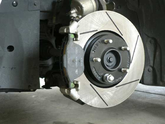 Perfect Install The Brake Pad. Simply Place The Outer Pad On The Caliper Mount  Bracket And Clip The Inner Brake Pad To The Caliper Piston.